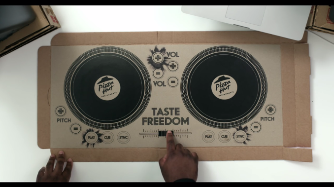 packaging pizza DJ musica